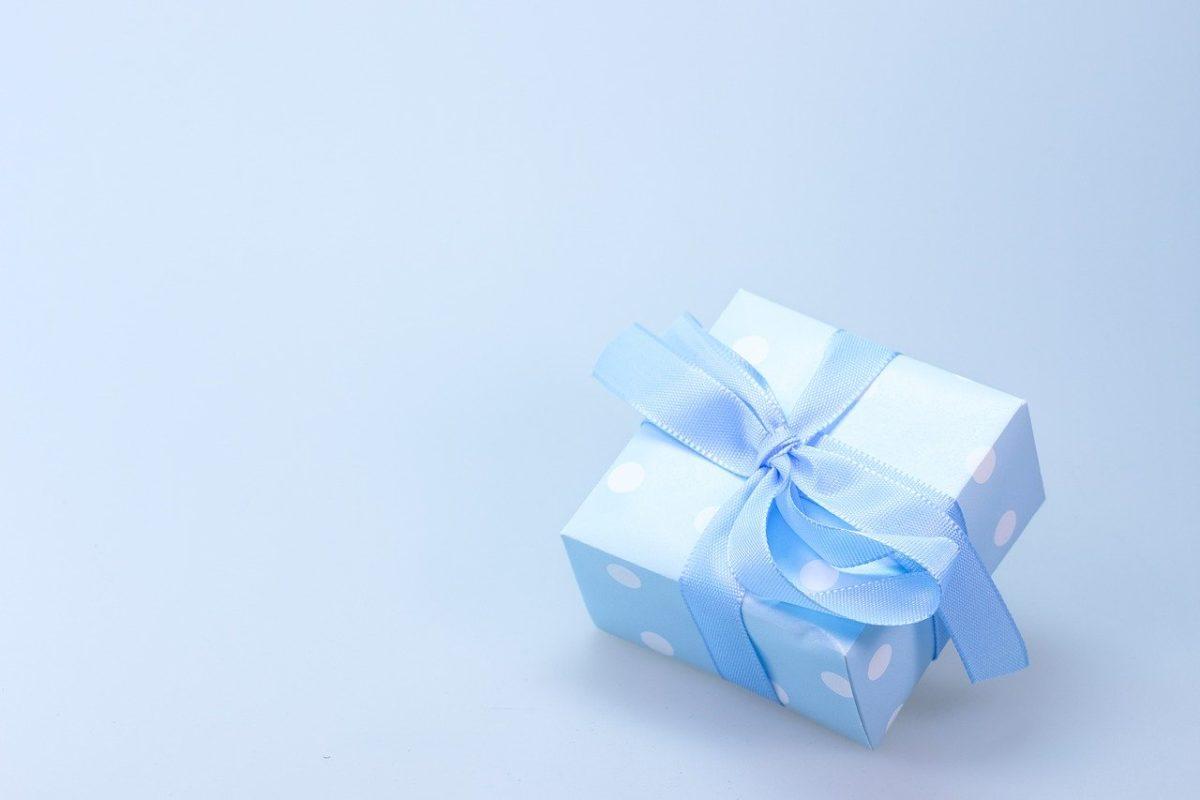 Krem czy czekoladki? Jaki będzie idealny prezent dla narzeczonej?