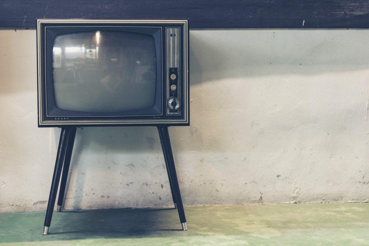 Wspólny odsapnięcie przed telewizorem, lub niedzielne filmowe popołudnie, umila nam czas wolny oraz pozwala się zrelaksować.